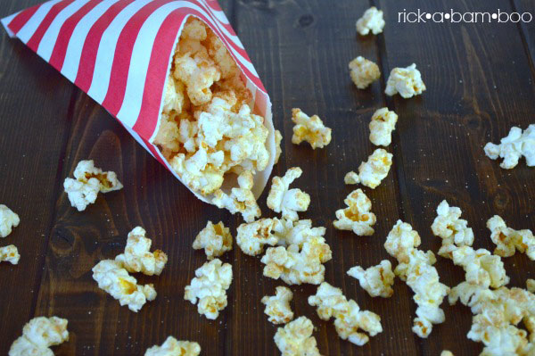 Snickerdoodle Popcorn | rickabamboo.com | #cinnamon #sweet #treat #movie