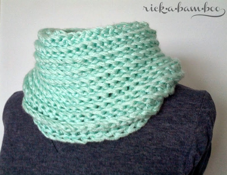 crochet cable cowl | rickabamboo.com | #free #pattern #scarf
