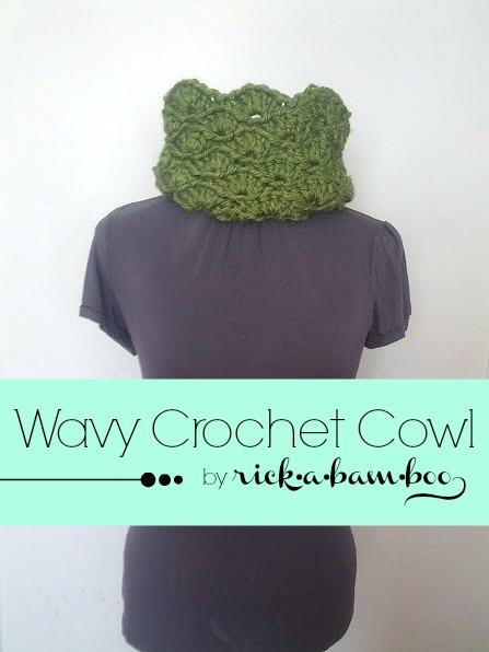 Wavy Crochet Cowl | rickabamboo.com | #scarf #pattern #lionbrandyarn