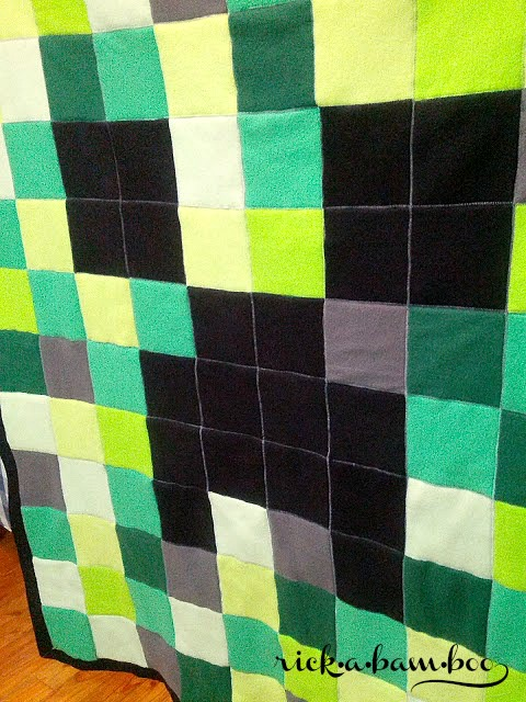Minecraft Creeper Fleece Blanket | rickabamboo.com | #DIY #pattern