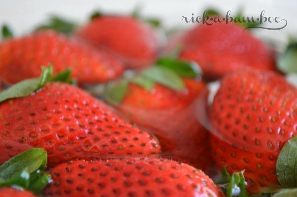 DIY Produce Wash   rickabamboo.com   #DIY #cleaner #berries