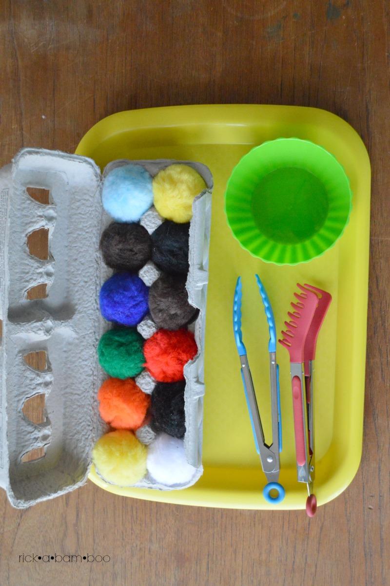 Tot Tray Pom Poms | rickabamboo.com | #preschool