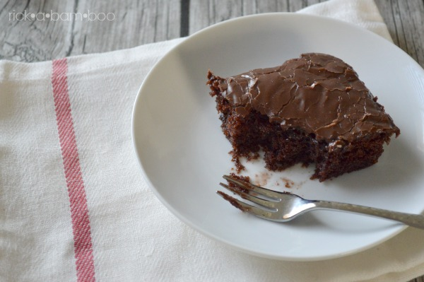 Texas Sheet Cake | rickabamboo.com | #chocolate #quick #easy
