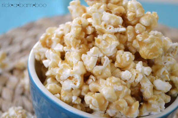 The Best Caramel Corn EVER | rickabamboo.com | #popcorn #movie #caramel