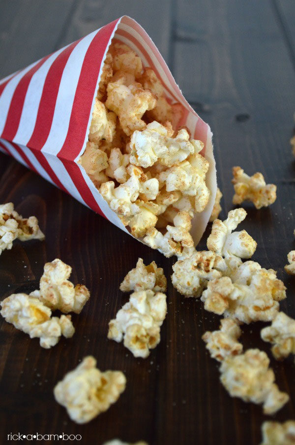 Snickerdoodle Popcorn | rickabamboo.com | #cinnamon #sweet #treat #movie