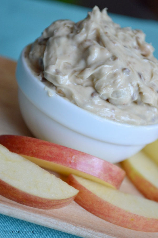 Toffee Fruit Dip | rickabamboo.com | #apple #heath #bluelemon