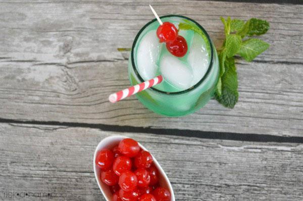 Disneyland Copycat Mint Julep Recipe | rickabamboo.com | #nonalcoholic #mocktail #lemonade #limeade