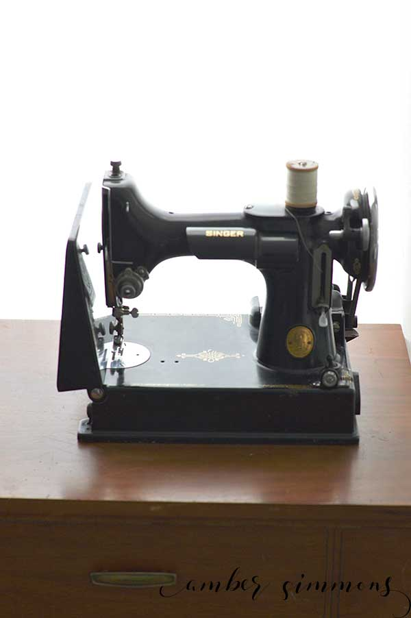 The story of how I found my 1937 vintage Singer 221 Featherweight sewing machine.   black singer sewing machine   antique