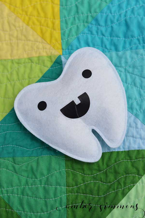 This sweet Tooth Fairy pillow is so simple to make and it will make the Tooth Fairy's job so much easier. She will be able to find the missing tooth so easily. And you can make it quickly using the Ciricut Maker. This really is a 30 minutes or less project. | ambersimmons.com | #cricut #sewcricut #loosetooth