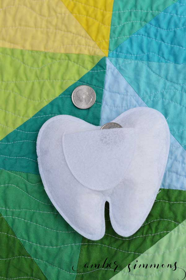 This sweet Tooth Fairy pillow is so simple to make and it will make the Tooth Fairy's job so much easier. She will be able to find the missing tooth so easily. And you can make it quickly using the Ciricut Maker. This really is a 30 minutes or less project.   ambersimmons.com   #cricut #sewcricut #loosetooth