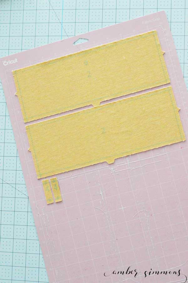 Easy to follow step-by-step tutorial for making the Simplicity clutch with strap with the Cricut Maker. #ad #cricutmade #cricut #cricutmaker