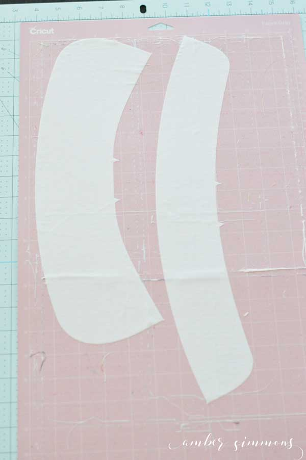 Step-by-step tutorial to make the Simplicity Peter Pan Collar with the Cricut Maker. #ad #cricut #cricutmade #sewcricut