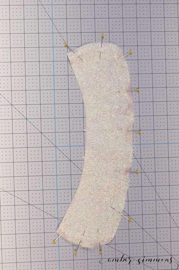 Step-by-step tutorial to make the Simplicity Peter Pan Collar with the Cricut Maker. #ad #cricut #cricutmade #sewcricut