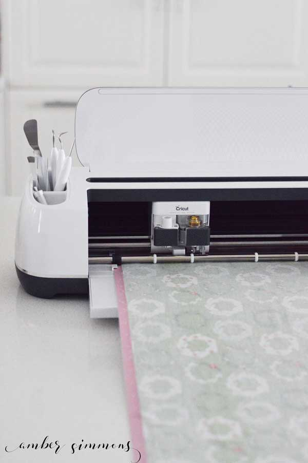 This tutorial shows you some tips and tricks on how to cut a Riley Blake quilt kit with your Cricut Maker. #ad #CricutMade #MyCricutQuilt #RileyBlakeDesigns