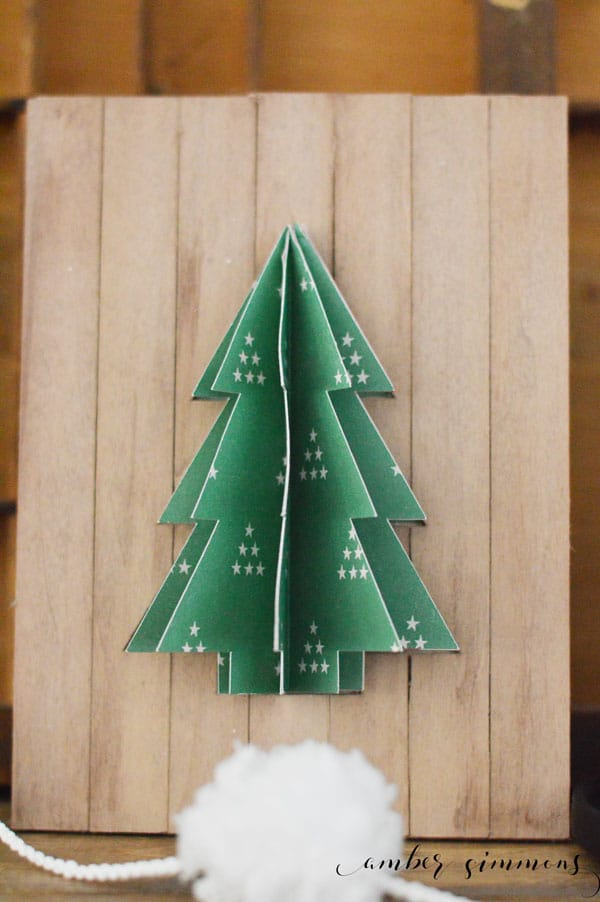 This DIY 3D tree pallet sign is the perfect holiday decoration to make your Christmas decor pop. #ad #cricutmade #cricutmaker