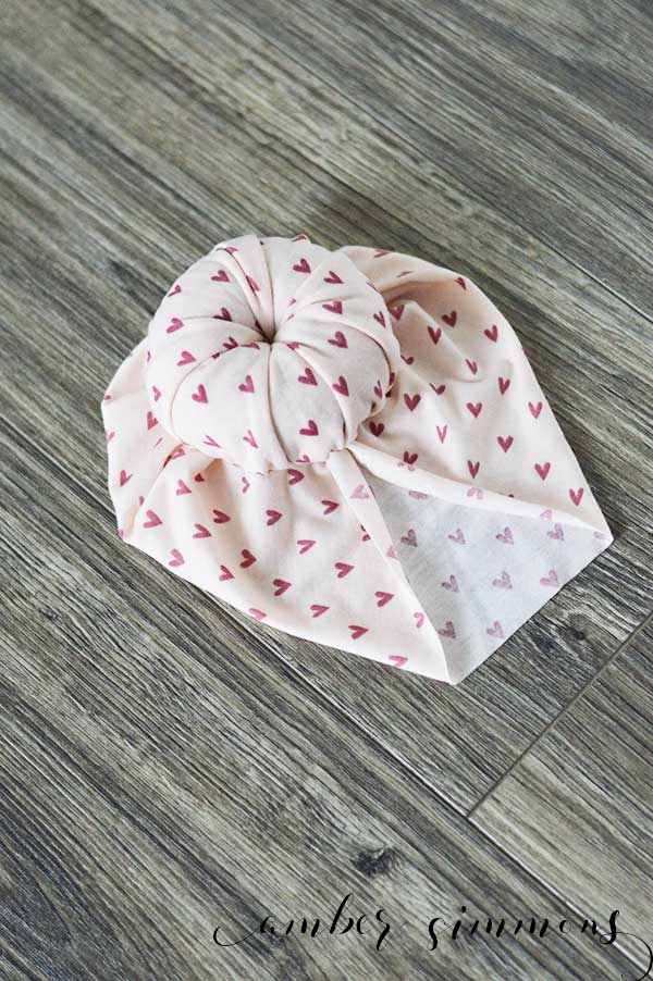 This simple no-sew top knot baby turban tutorial will make your baby the cutest kid at the park.