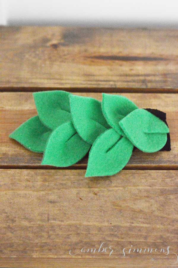 Simple no-sew tutorial for how to make a leaf crown baby headband. #baby #headband #handmade