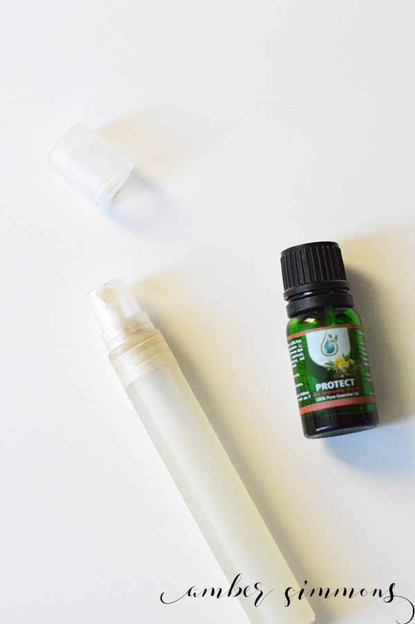 This recipe will show you how to quickly DIY hand sanitizer naturally with your favorite essential oil blends. #diy #essentialoils #handsanitizer #homemade