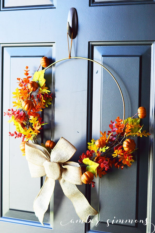 Make this simple modern fall wreath tutorial with a minimalist feel that is perfect for any home.